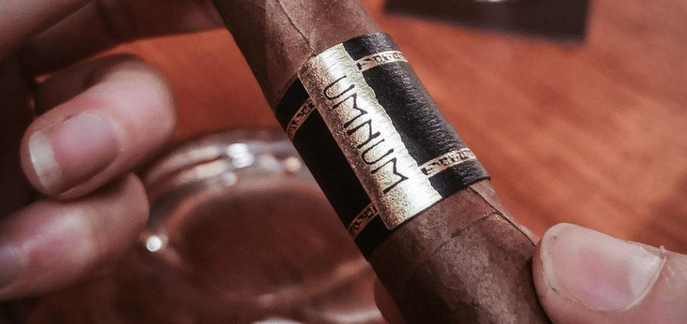 A close up on the Umnum Canonazo cigar