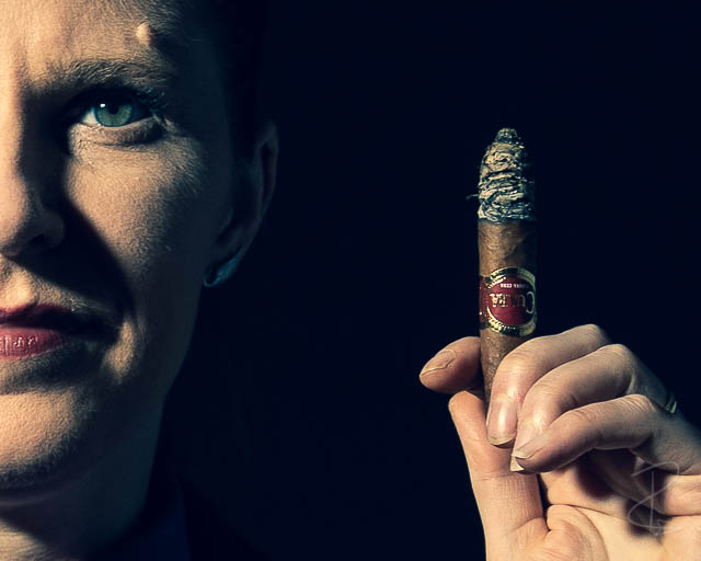 A close up on a Cuaba Divinos cigar