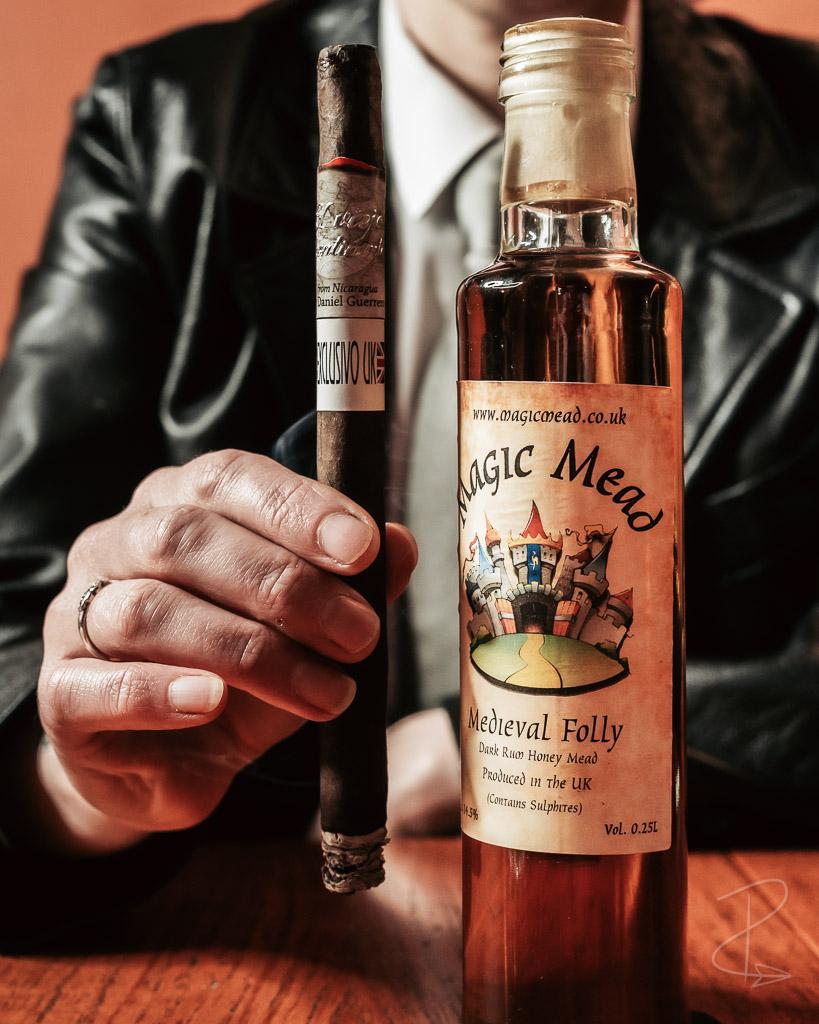 An El Viejo Continente Maduro Lancero Cigar paired with some Dark Rum Honey Mead