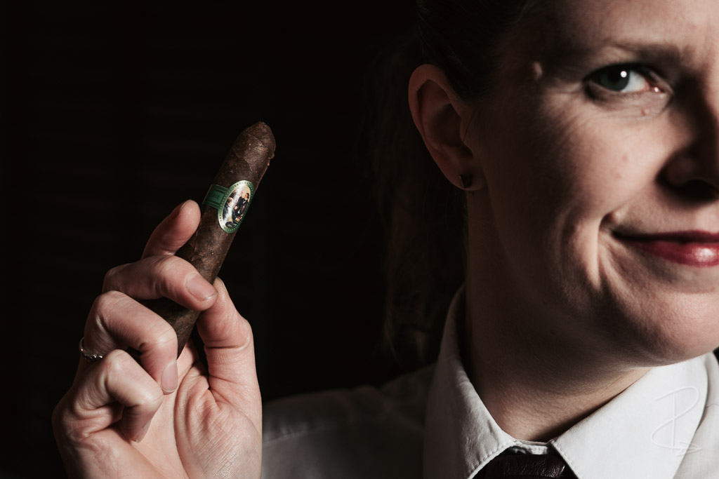 The very bumpy and dark maduro wrapper on a Brazil Trüllerie Fernando Cigar