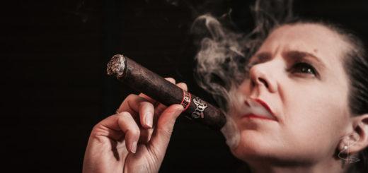 Savouring the opening draws on the Epic Maduro Gordo Cigar