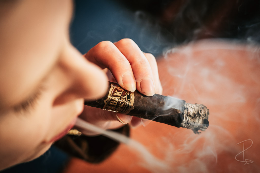 Beautiful ribbons of smoke from the Drew Estate Tabak Especial Robusto Oscuro cigar