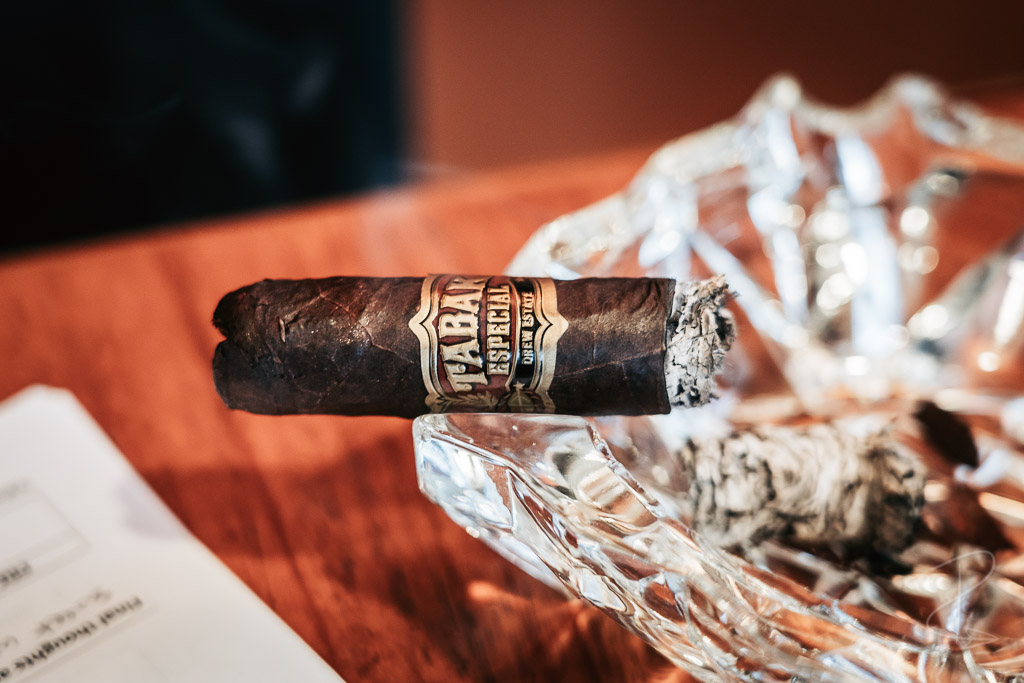 Perfect burn and construction from the Drew Estate Tabak Especial Robusto Oscuro cigar