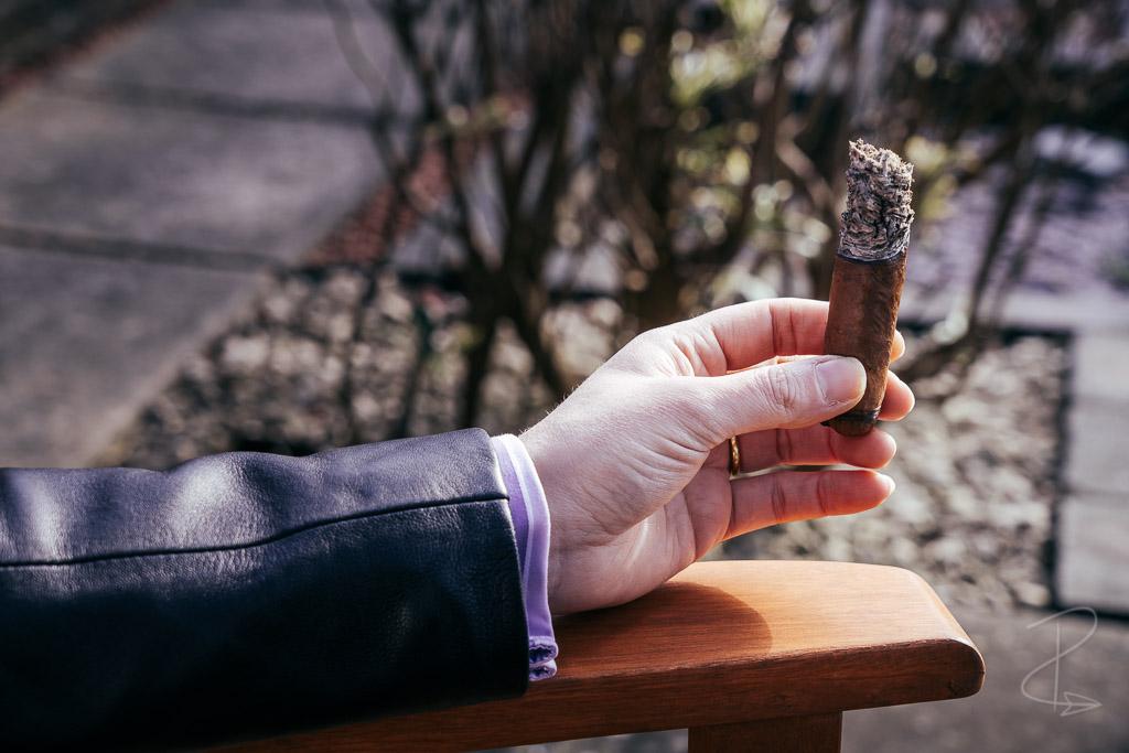 Smoking the Hiram and Solomon Curamus Toro Cigar right to the nub