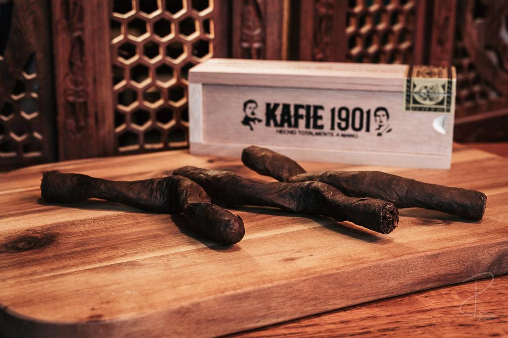 an unwrapped Kafie 1901 Culebra cigar