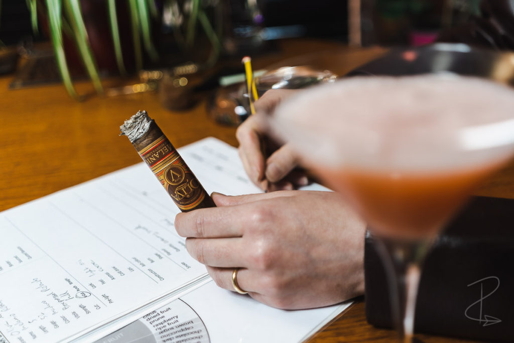 Taking notes on the Oliva Serie V Melanio Robusto Cigar