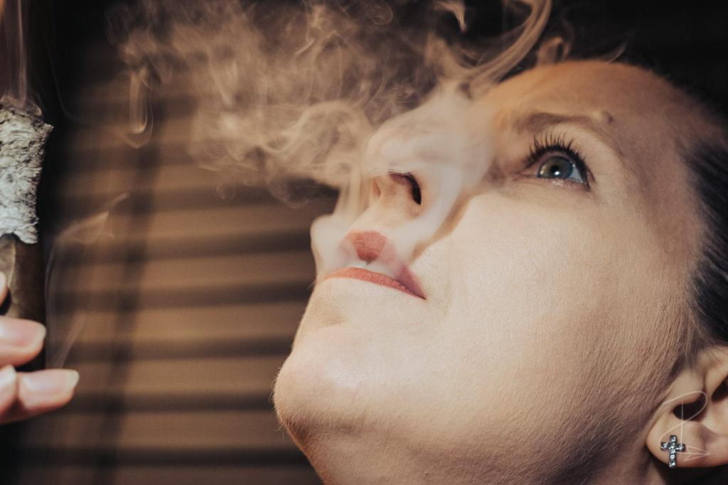The beautiful, rich smoke from the Vegas de Santiago D8 Corto cigar by Marc Niehaus