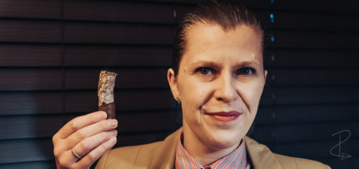 Enjoying the Vegas de Santiago D8 Corto cigar by Marc Niehaus