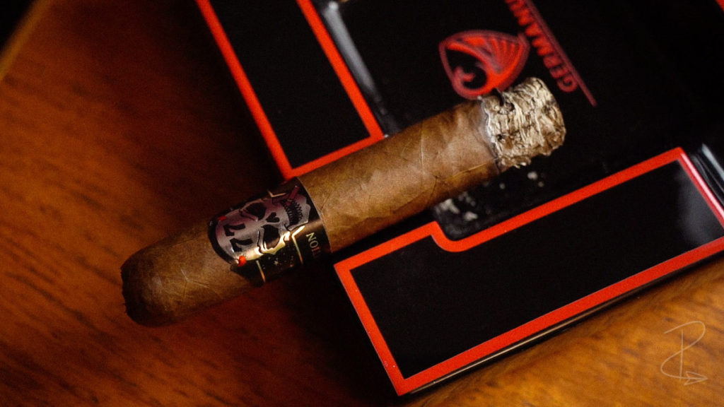The nicely formed ash from the first inch of the Skull 77 El Diablo double gordo cigar