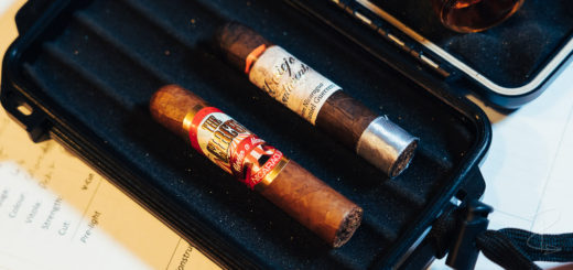 The perfectly proportioned El Viejo Continente The Circus and Maduro Piccolo Half Coronas ready to be smoked